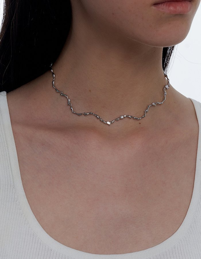 Clavicle Wave Necklace 04
