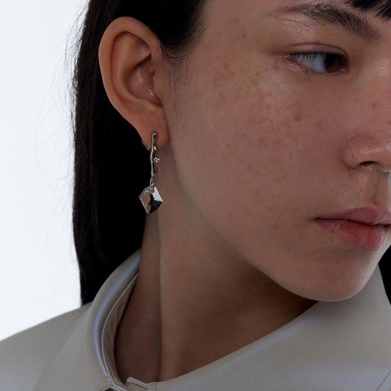 Kvk Dashing Crystal Earrings V5