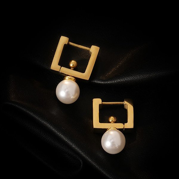 K20 Retro Simple New Pearl Earrings
