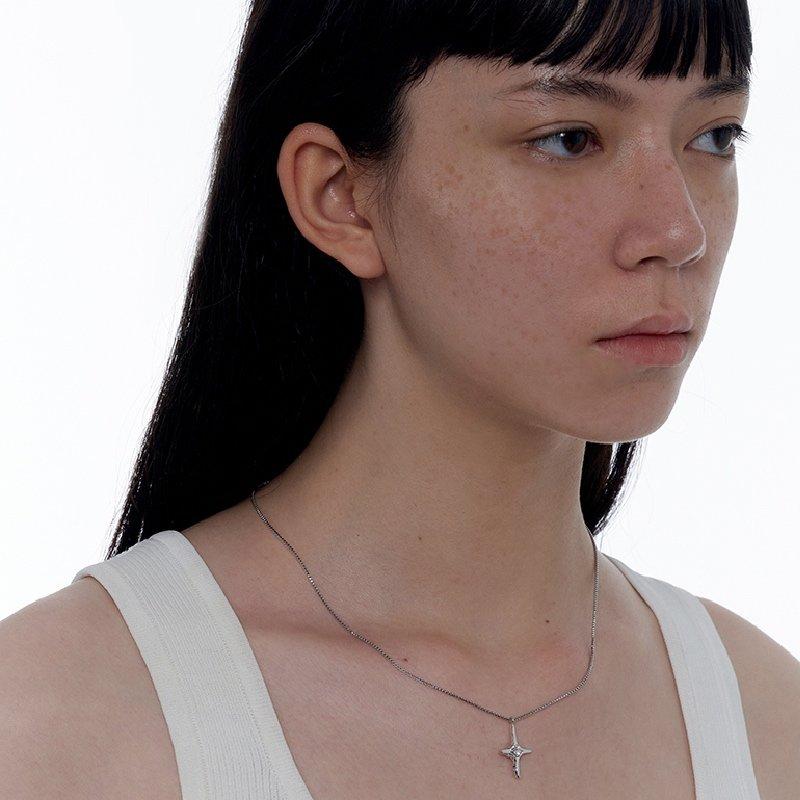 Kvk Diamond Temperament Cross Necklace 3