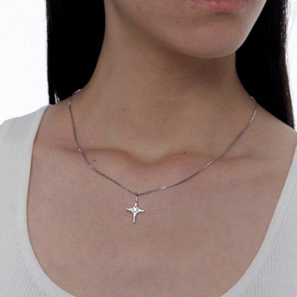 Kvk Diamond Temperament Cross Necklace